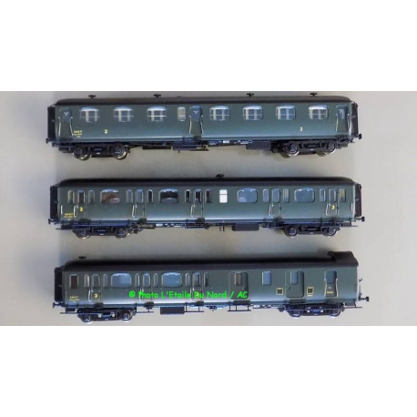 """LS Models 40323 Coach """" Express Nord """" of SNCF, scale HO."""