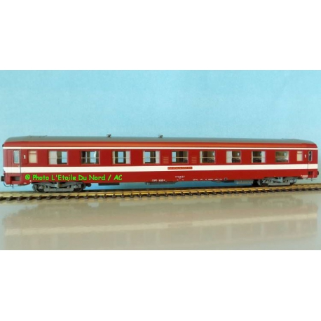 REE VB 121 Coach UIC Capitole of SNCF, scale HO.